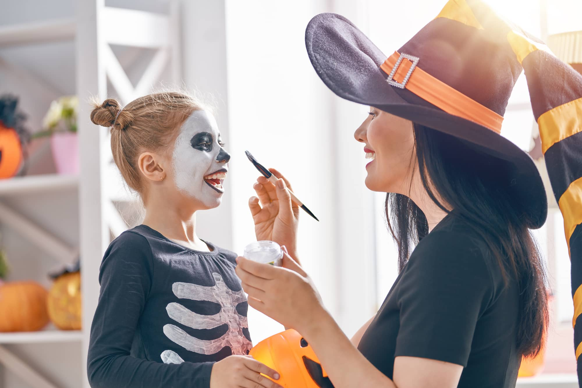 Halloween rekviziti, kostimi, boje, maske